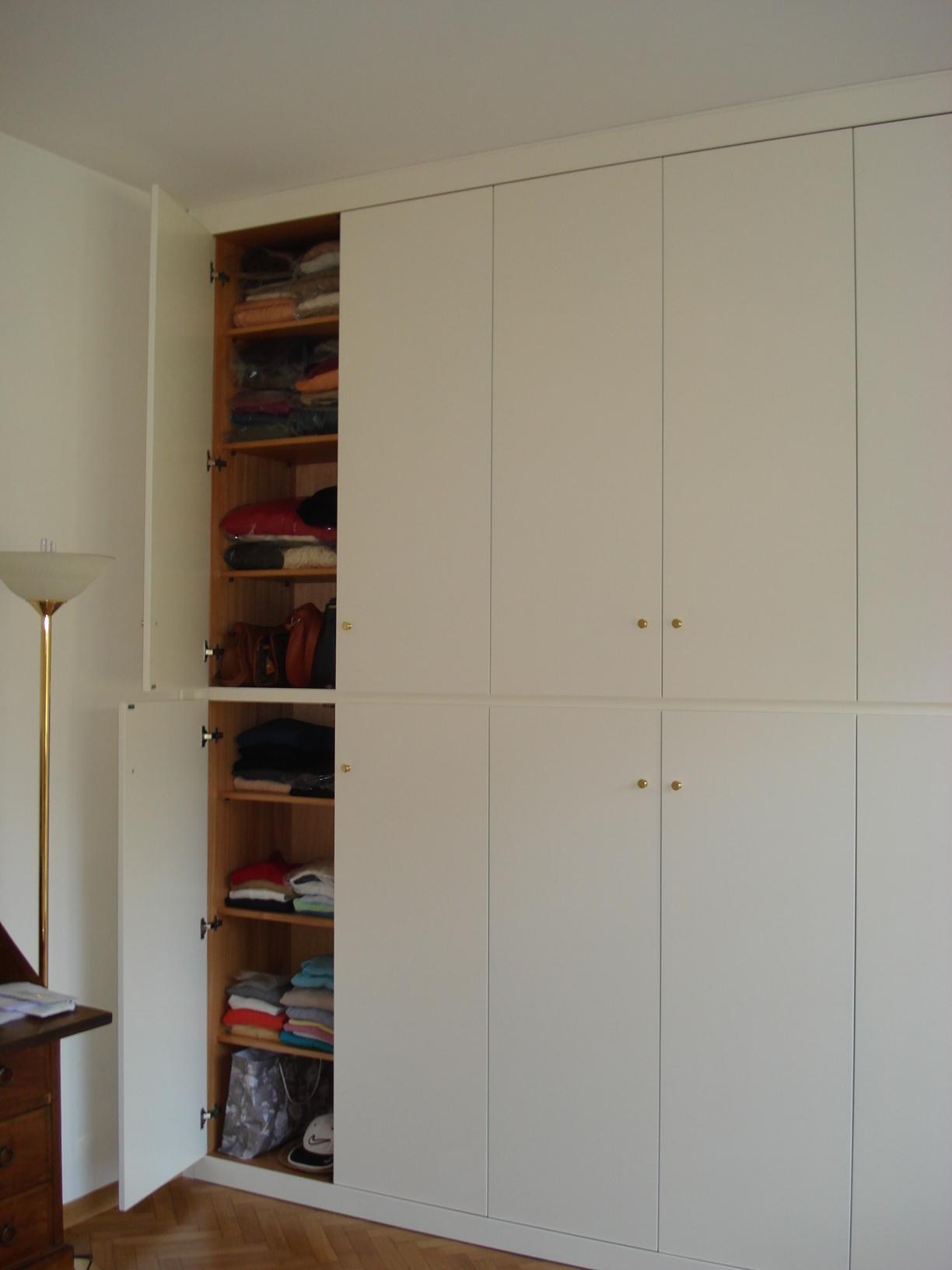 Armadio muro idee per interni e mobili - Armadio da soggiorno ...